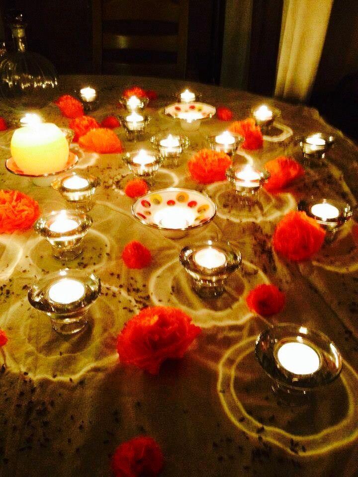 Mi mesa de cempasúchil, día de muertos Oslo 2012 En los altares de muertos sabias que los pétalos de Cempasúchil (Zempoal - Xóchitl) que significa veinte flores, simbolizan la dualidad entre la vida y la muerte. Se usan para realizar un camino que va desde la puerta hasta el altar como guía y aroma para trazar la ruta de las almas del campo santo a la ofrenda