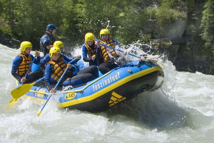rafting bateau de l'eau extrême de la voile