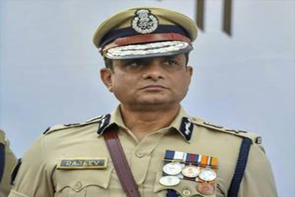 Sc Lifts Stay On Ex Kolkata Police Chief S Arrest New Delhi The Supreme Court On Friday Vacated The Interim Protection Ne Police Chief Police Session Court