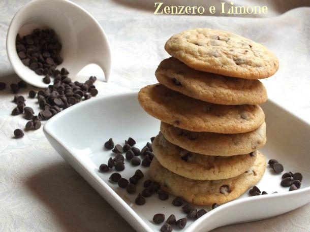 I chocolate cookies sono dei fantastici biscotti ricchi di gocce di cioccolato, tipici della cucina americana. Sono velocissimi e facilissimi da preparare