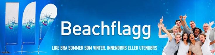 Beachflagg er en effektiv måte å markere events og arrangementer. De er godt synlige fra alle kanter da de beveger seg etter vinden, og har nærmest 100 % gjennomtrykk.  beachflagg, rollup, markeds markedsmateriell, roll-up, messevegg, Banner, reklameseil og fasadeseil messevegger, rollups, roll-ups, beachflagg, beach banner, square beachflagg, Grafisk design
