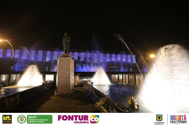 Hoy iniciando la novena de aguinaldos, la Plaza de Bolívar, el Parque de Los Novios y el Parque Timiza serán los escenarios predilectos para los show de agua y luz a partir de las 6:00 de la tarde hasta las 10:00 de la noche. Disfruta del espectacular Show de Agua y Luz que trae para ti la Ruta de la Navidad 2013. Las funciones tendrán una duración de 10 minutos por cada hora.