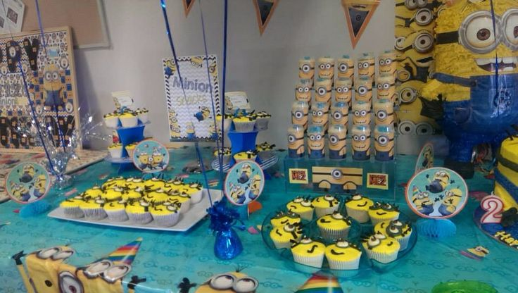 Minion push pops /themed cupcakes