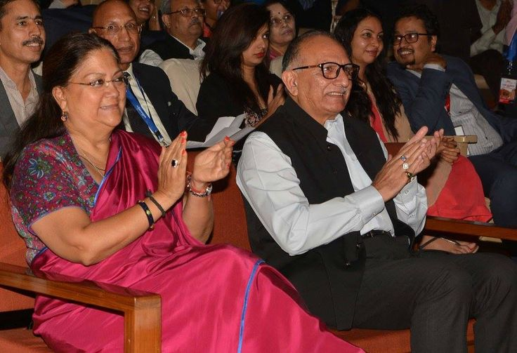 जयपुर में आयोजित जयरंगम कार्यक्रम में माननीय मुख्यमंत्री श्रीमती वसुंधरा राजे जी के साथ सम्मलित होने का अवसर मिला, प्रख्यात कलाकार पदमश्री श्री परेश रावल जी भी उपस्थित रहे।