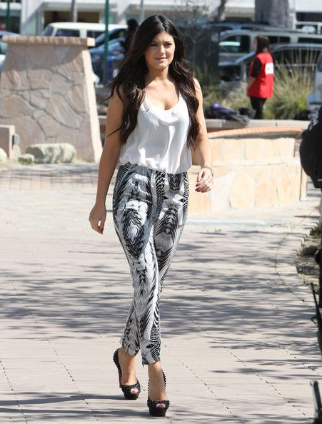 Kylie Jenner Pictures Kylie And Kendall Jenner Filming In Malibu -