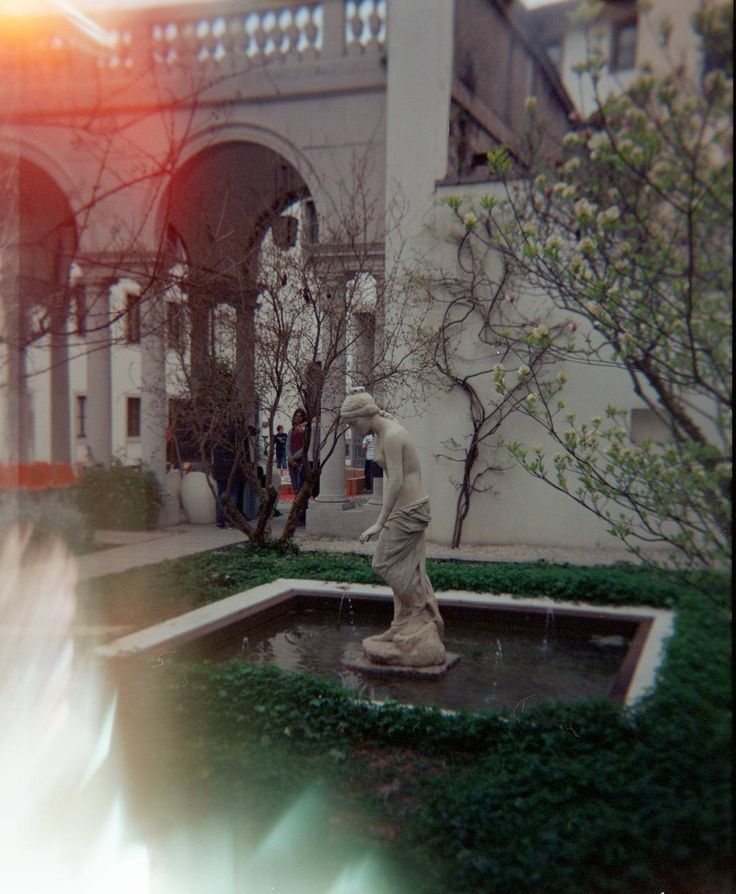 #lomo #lomography #lomolove #analogue #film #exposure #light #filmisnotdead #filmphotography #architecture #urban #garden #archilovers #fvglive #igersfvg #igersudine #udine