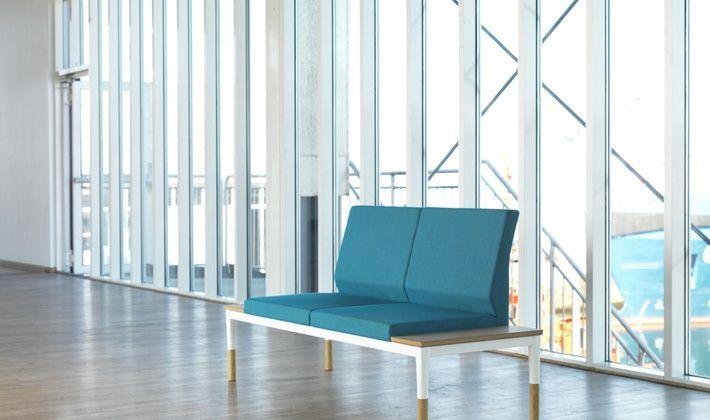 Система диванов REFORM основана на идеях  Александра Лервика. Ее дизайн изящен и оригинален. Деревянные детали в сочетании с эмалированным металлическим каркасом и широким ассортиментом тканей позволяют создать бесконечное множество комбинаций цветов и материалов.  «Меня вдохновила автомобильная промышленность, которая теперь производит самые разнообразные модели на общей платформе», - объясняет Александр.