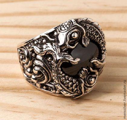 Серебряное 925 пробы Мужское кольцо с карпами кои и черным ониксом