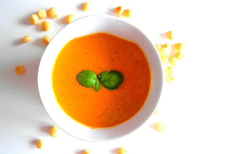 Na obiad zupa krem z pomidorów  z groszkiem ptysiowym. Pycha
