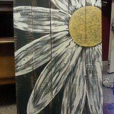 daisy pallet sign, painting, pallet projects, repurposing upcycling, Painting complete