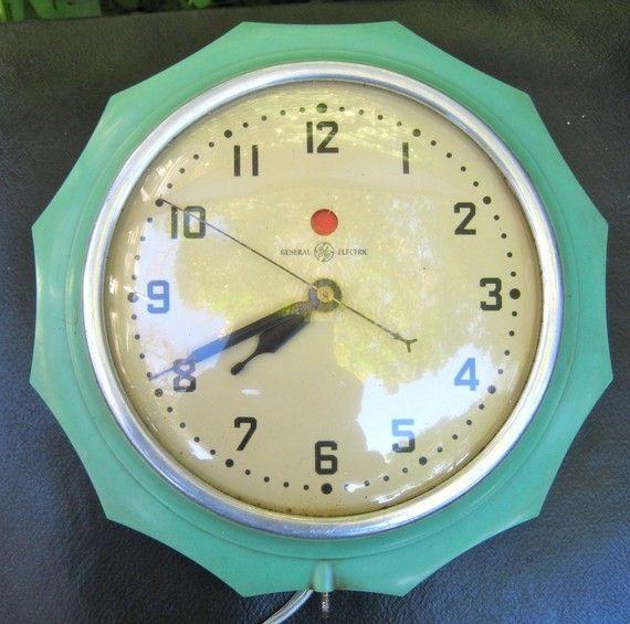 Unusual Vintage Scalloped Kitchen Clock