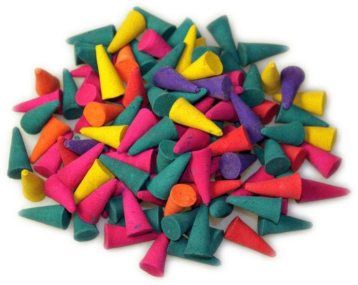 Conos de incienso de colores sorprendentes y fragancias exóticas. Tienen una medida de  25 mm de alto (más altos que el promedio). Ideal para la venta en mix  o hacer paquetes creando su propia marca.