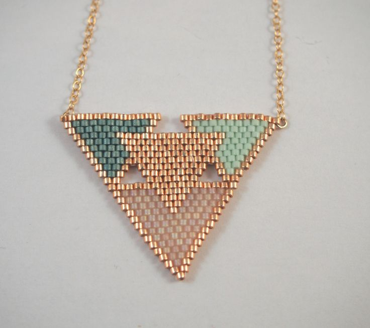 Collier scandinave triangles en perles Miyuki / or Gold filled / Mint rose vert…