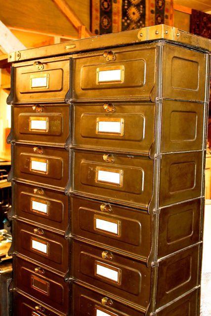 Casier les forges de Strasbourg, Incontournable du mobilier industriel. http://www.brocante-antiquite.fr/toulouse/pucesdoc/non-classe/brocante-puces-doc