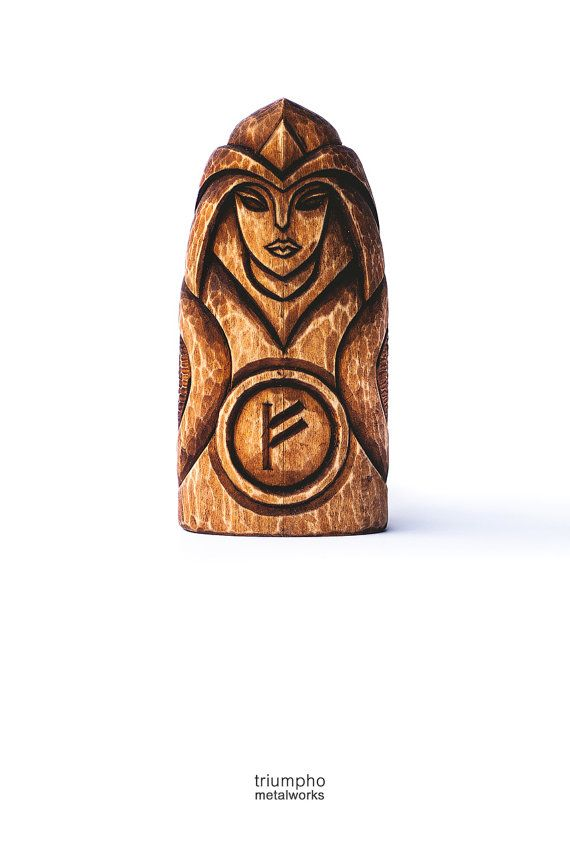 Holz Figur Freyja. Handgeschnitzte Holzfigur Freyja. Ein