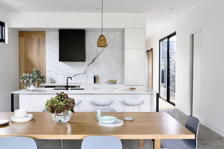 How about your opinion on this particular kitchen? Take a look at the clever combination of durable Caesarstone Countertops with a feature wall / splashback using natural marble. Paired with timber, black and metallics, this kitchen portrays laid back sophistication!