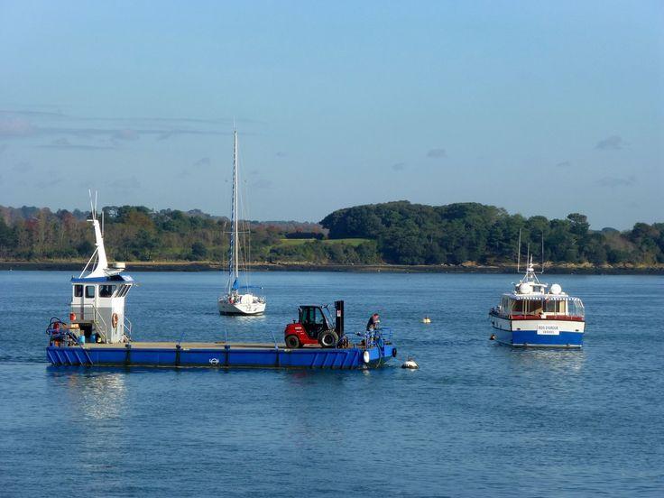Ces barges rythment aussi la vie des îles: ravitaillement en tout genre, véhicules en tout genre, bref plein de choses transitent chaque jours!