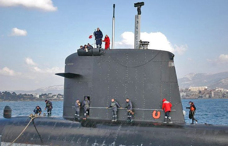 Sail of the French nuclear submarine Casabianca; note the diving planes, camouflaged masts, periscope, electronic warfare masts, hatch, and deadlight. BFD