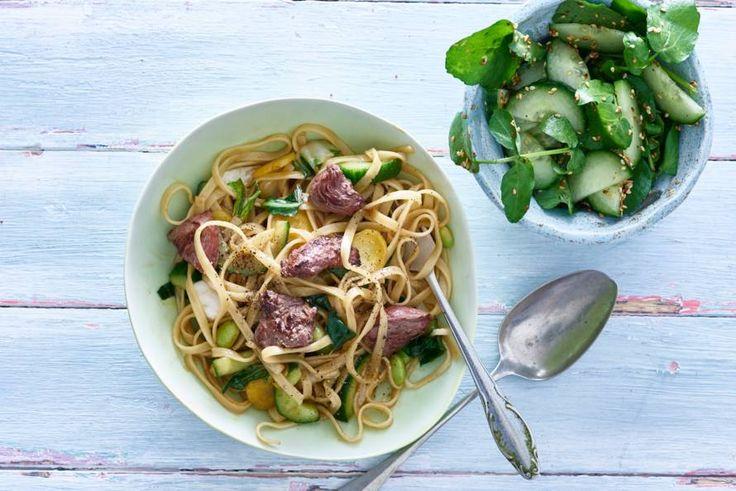 Groentemie met biefstuk en komkommersalade - Recept - Allerhande