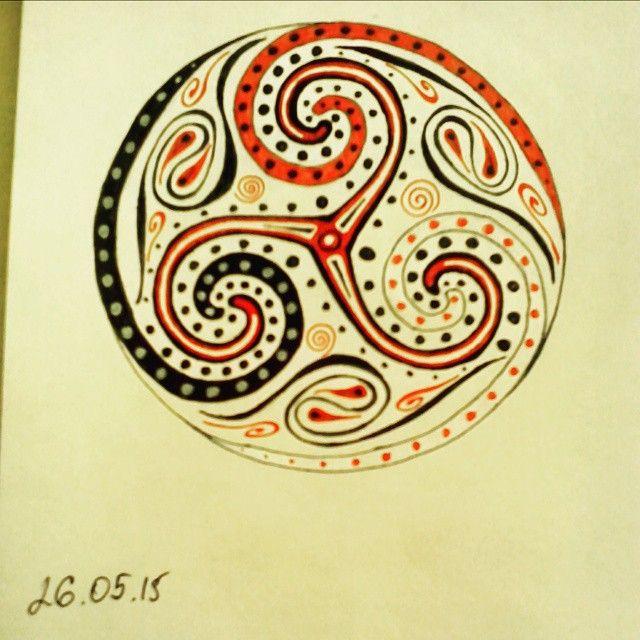 Это скорее не зентангл, а какая-то смесь кельтских и трипольских символов #зенарт #этностиль #folkart #celtic #trypillian