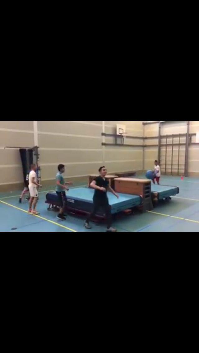 Mega tafeltennis in gymzaal