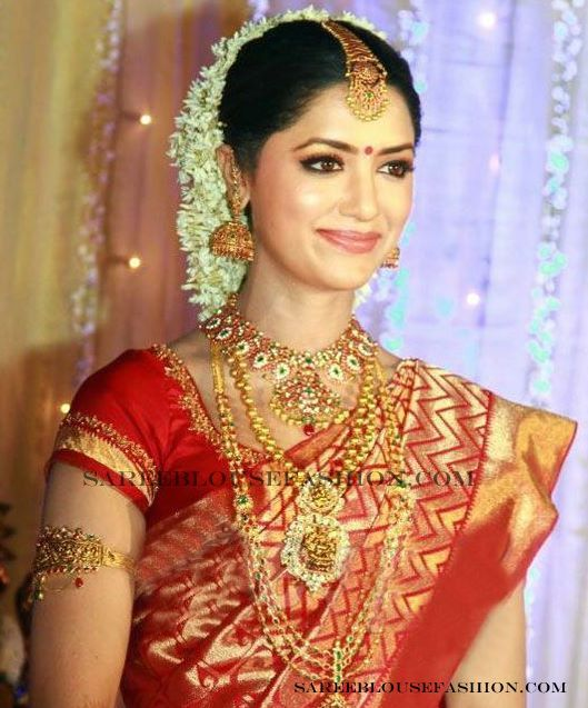 Here Are Some Gorgeous South Indian Brides Photos They Traditional Bride Wearing Heavy Bridal Jewellery Designer