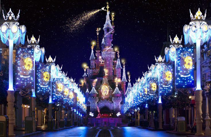 Disneyland París. Parc temàtic situat en Marne-la-Vallée, prop de París, a França.