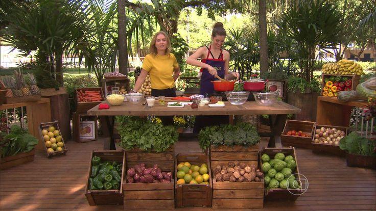 Camila Queiroz ensina receita de Escondidinho http://gshow.globo.com/programas/estrelas/videos/t/programas/v/camila-queiroz-ensina-receita-de-escondidinho/4446317/