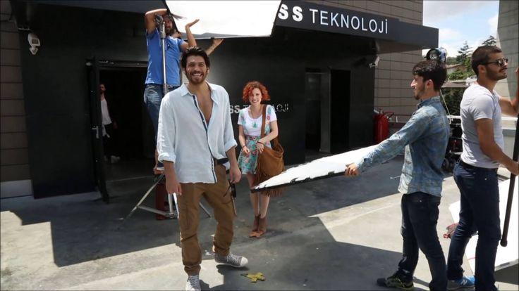#İnadınaAşk ekibi 3. bölüme nasıl hazırlandı? Kamera arkası burada:  http://www.fox.com.tr/Inadina-Ask/extravideo/3315/3-Bolum-Kamera-Arkasi-Goruntuleri