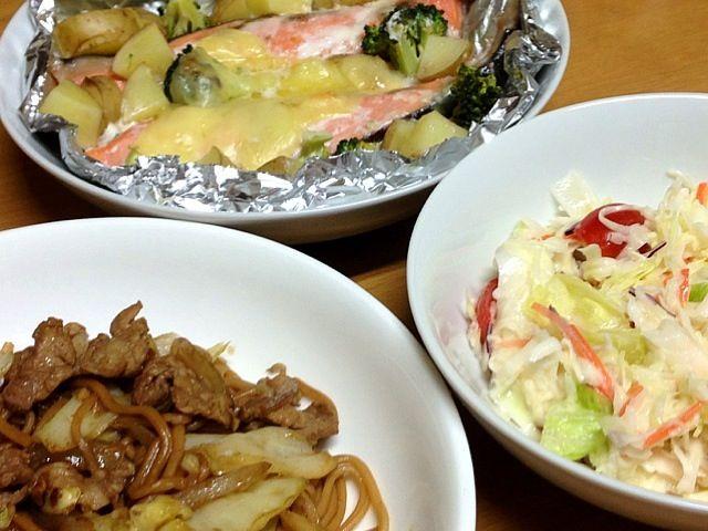 ソースローメン 鮭、野菜、チーズのホイル焼き フレンチドレッシングサラダ - 11件のもぐもぐ - 2013.5.1夕ご飯 by amagishinjyu