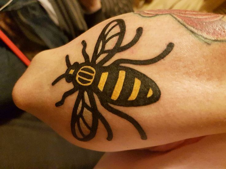 58 best tattoos by genko en tattoo images on pinterest for Bee tattoo manchester
