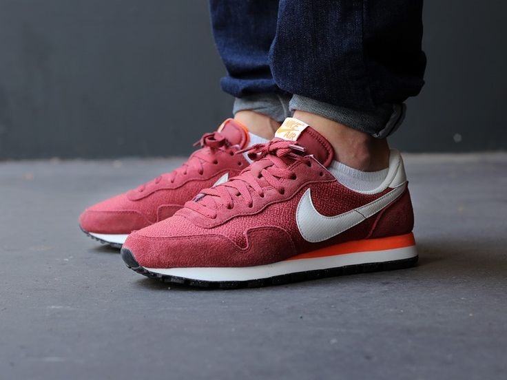 online store 6fb91 014c1 nike internationalist vs air pegasus 83