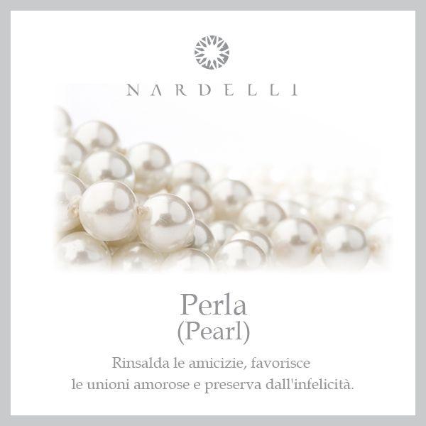 Le #perle sono tra i gioielli più eleganti e femminili che una donna possa avere; si tramandano di madre in figlia e hanno un fascino innato che non le fa mai passare di moda.