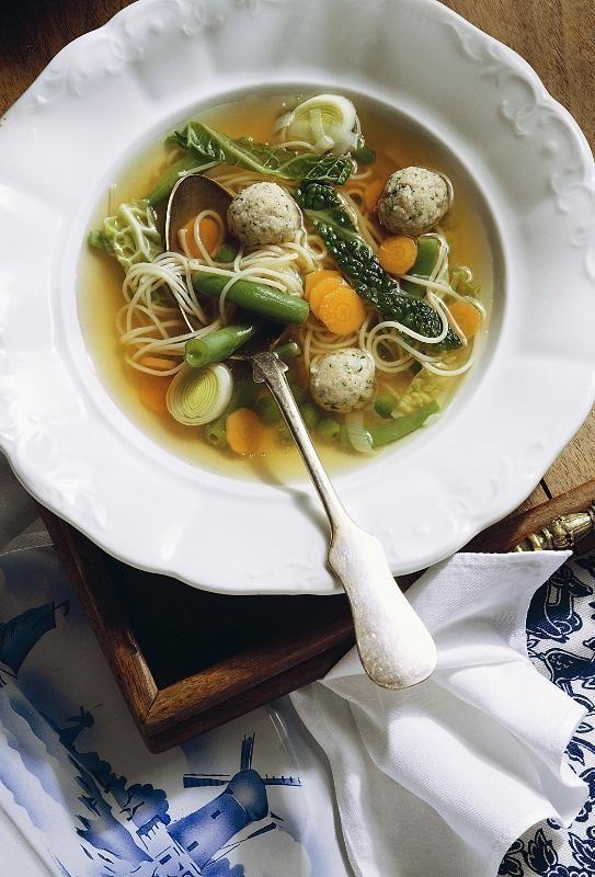 Supa de legume cu taitei si perisoare din carne de vitel0