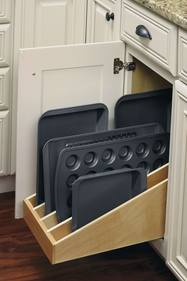 Incorporate a Tray Divider into a roll tray for improved ease of accessing cookie sheets, cake pans, and more.