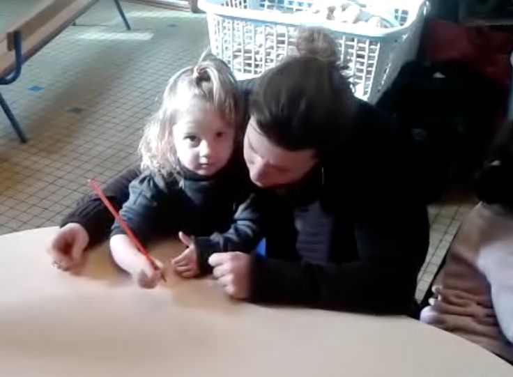 écriture petite section maternelle tenue crayon, préparer par des jeux