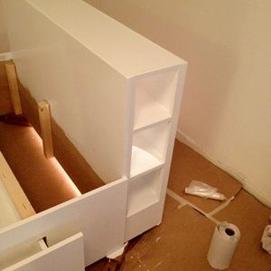 För att bättre kunna utnyttja ytan i min etta byggdes en sängstomme med förvaring åt min 120 cm-säng. Sängförvaring helt enkelt! Ritningar gjordes först med papper, penna och linjal inspirerade av IKEAs Brimnes-säng, som tyvärr bara fanns som dubbelsäng. Samtliga mått lades in i excel för att ...