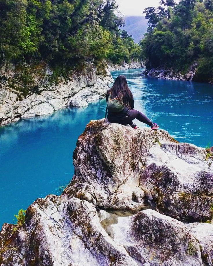 Yes, the water is that blue  #hokitikagorge #hokitika #beautiful #newzealand #adventures #travel #roadtrip #westcoast @purenewzealand @kiwi_photos @campermate #nzmustdo #realmiddleearth #campermate #follow @outdooradventurephotos (at Hokitika Gorge)