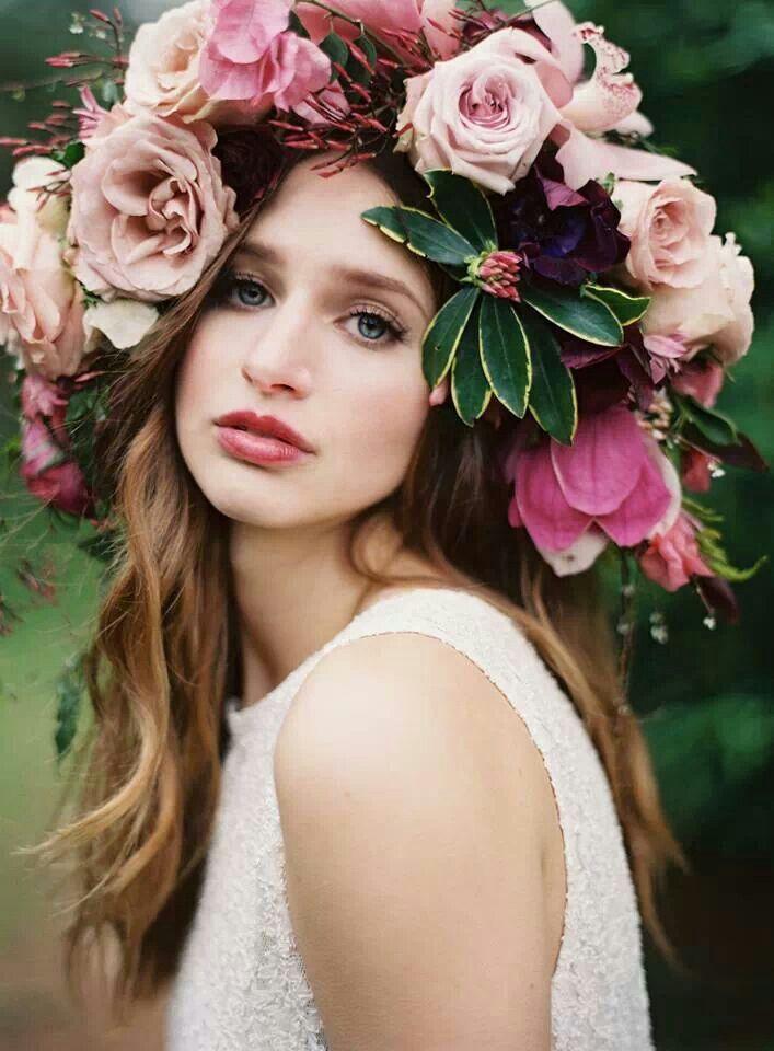 Картинка девушки с цветами на голове и розовых, днем свадьбы