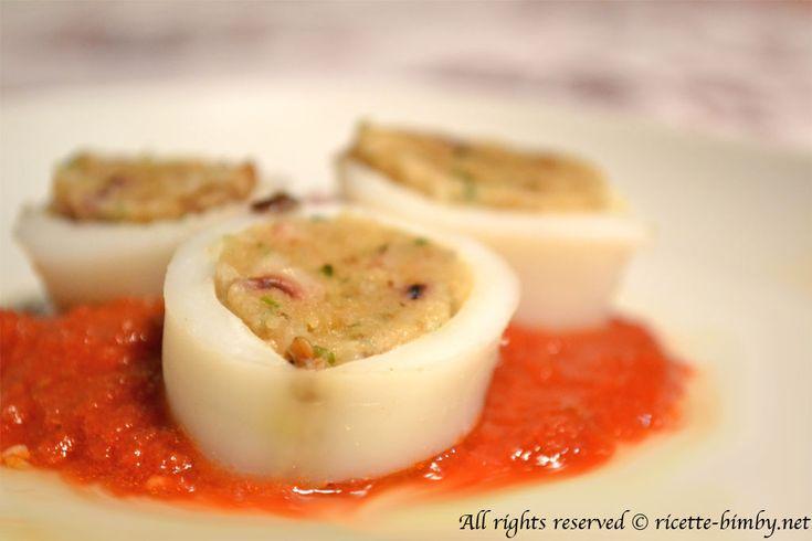 Se sei alla ricerca della ricetta per preparare dei buonissimi calamari ripieni con il tuo bimby? Scopri la ricetta e gli ingredienti che ti servono.