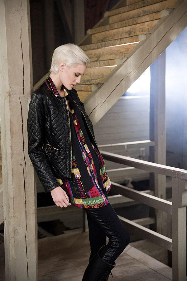 Jacket with details in gold. Colorful tunic and tights with a passpoal. www.kriss.eu