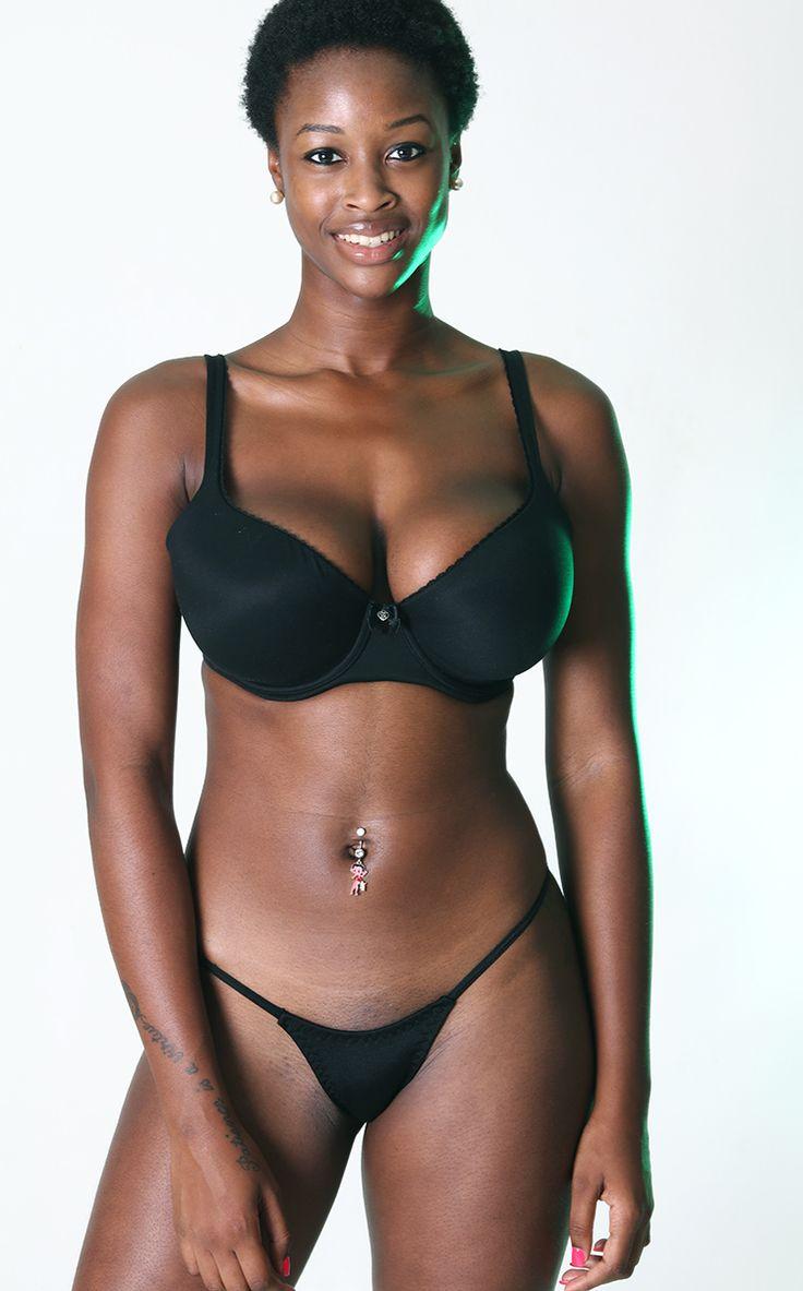 Chica negra esparciendo gilipollas