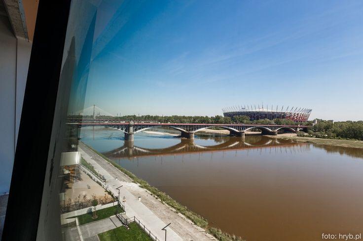The Tides to pierwszy w Warszawie obiekt biznesowy nad samym brzegiem Wisty, wtulony w park zielonych bulwarów wiślanych. Do dyspozycji branży rozrywkowej zostało oddane 4te piętro budynku, lofotowa powierzchnia (prawie 2.000m2 brutto) z oknami od podługo do sufitu na całej długości z widokiem na praski brzeg wisły oraz Stadion Narodowy. Ogromnym atutem The Tides jest jego centralna lokalizacja na skrzyżowaniu trasy mostu Poniatowskiego oraz Wisłostrady, która pozwala na szybki dojazd…