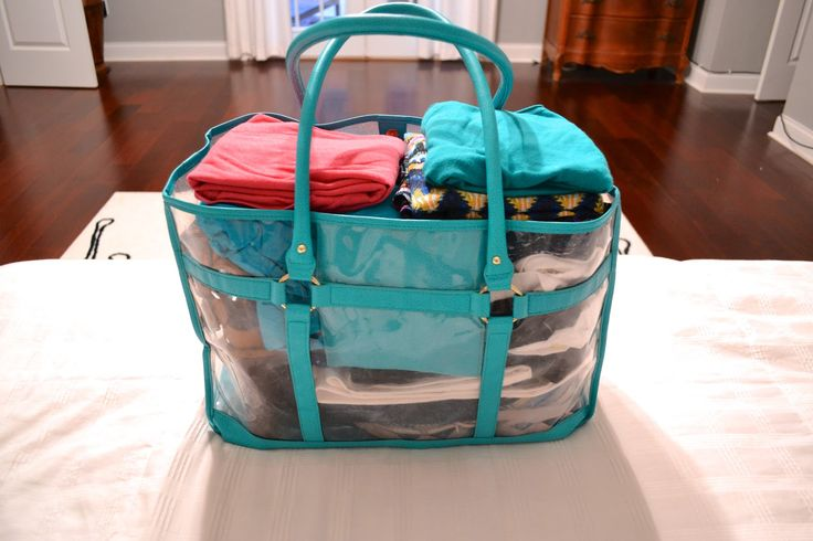 How to pack 40 outfits to fit in 1 beach tote or carry on! Tons of outfit ideas and tips for packing for other trips.