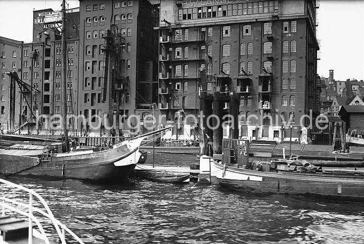 Alte Bilder von Hamburg, Speichergebäude am Altonaer Elbufer - Weizenmühle, Fischerboote; ca.