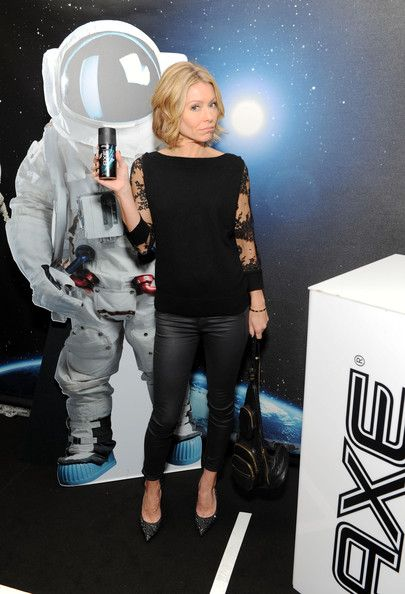 Kelly Ripa Photos - TV personality Kelly Ripa attends the Z100's Artist Gift Lounge presented by AXE at Z100's Jingle Ball 2013 at Madison Square Garden on December 13, 2013 in New York City. - Z100's Artist Gift Lounge