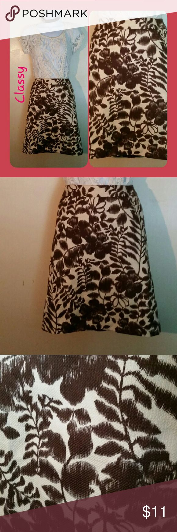 Professional Style Skirt Classy and elegant skirt.  Lined. Great for work.  100% polyester skirt and lining. 12 petite. Hidden back zipper. Brown and off white. Good condition. Jones Wear Petite Skirts Midi