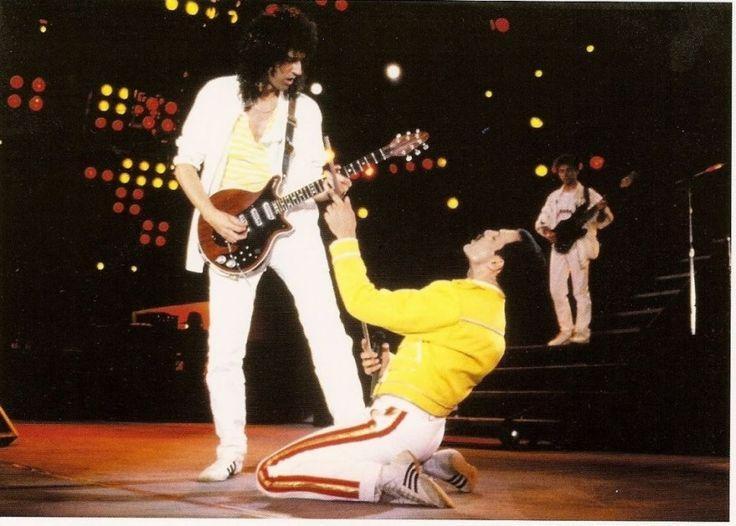 """Kayıt sürecinde, punk grubu Sex Pistols da Wessex stüdyolarında kayıttadır. Bassçı Sid Vicious sarhoştur ve sürekli Queen'in sürecini sabote eder ve Mercury'ye sataşır, onun müziğini """"rock kitlesi için bale"""" olarak tanımlar. Konuyla ilgili Mercury """"Simon Ferocious muydu neydi, onu tutup dışarı attım. Evet, sanırım bu testi geçtik"""" derken davulcu Taylor, Days of our Lives'da Vicious'ı """"a moron... an idiot"""" diyerek anlatır. Tüm bu ola…"""