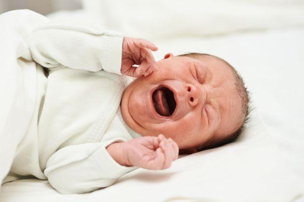 O que você precisa saber se seu filho sempre chora antes de dormir