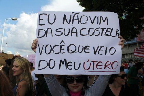 No vengo de tú costilla. Entérate: tú vienes de mi útero... Sem violência nem abstinência: Marcha das Vadias 2012